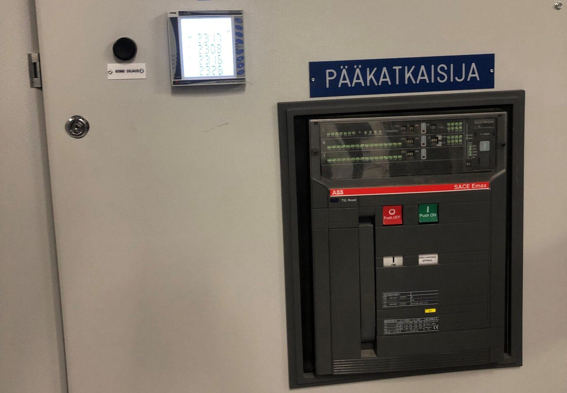 Sähkön pääkatkaisija kiinteistössä ja sähkömittarit