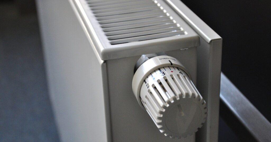 Kohteessa on patterilämmitys, jota pilotissa ohjataan suoraan lämmönjakokeskuksesta.